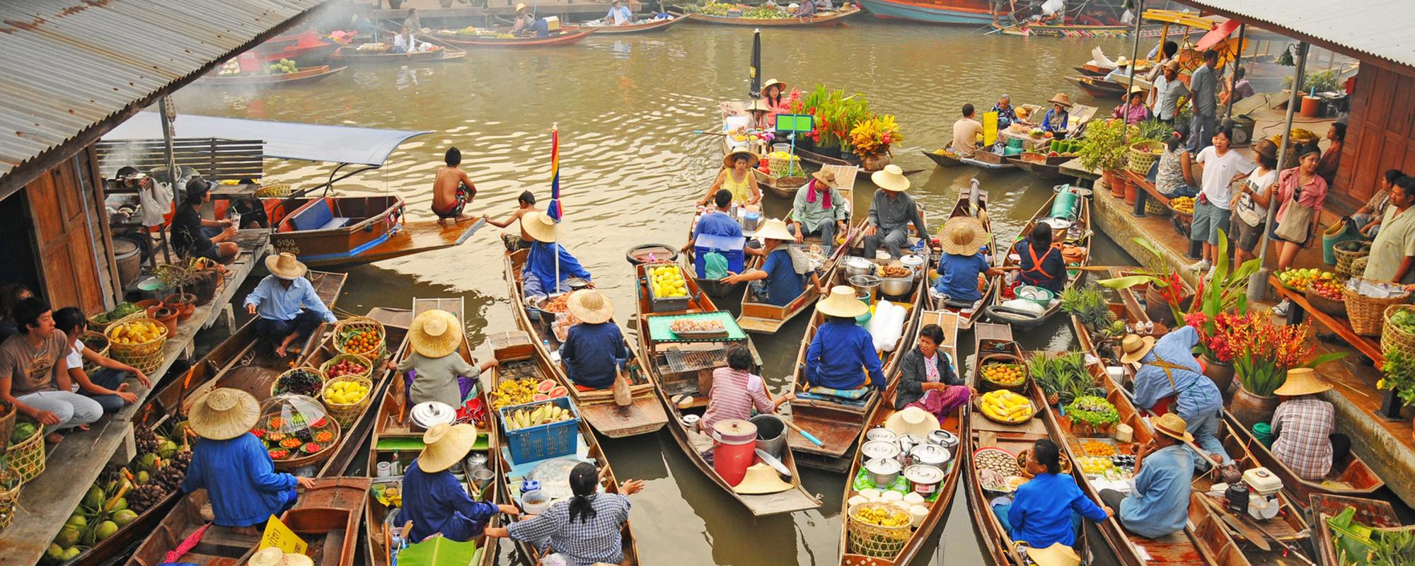 łodzie na rzece w azji - rynku docelowego wielu polskich eksporterów
